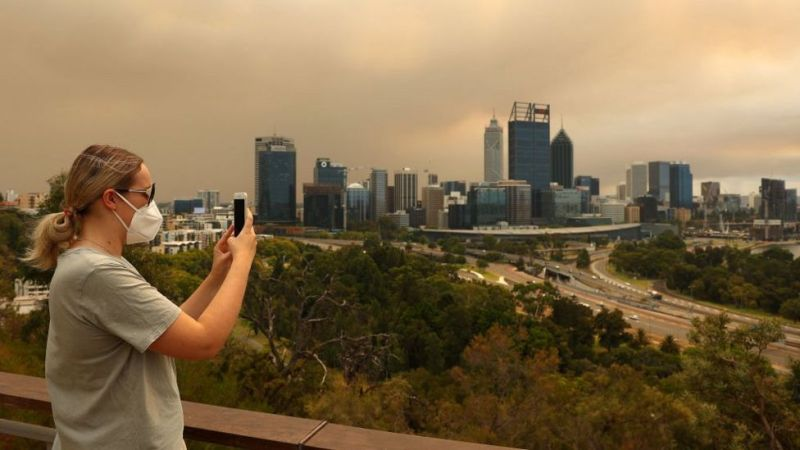 Perth: Bushfire threatens locked-down Australian city