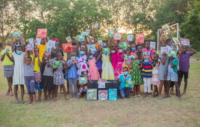 Samira Foundation donates books to Play and Learn Foundation