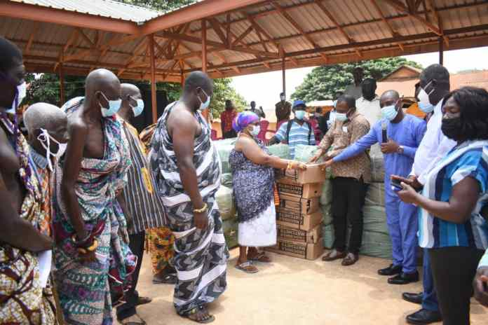 6,000 farmers receive farm inputs from Bryan Acheampong