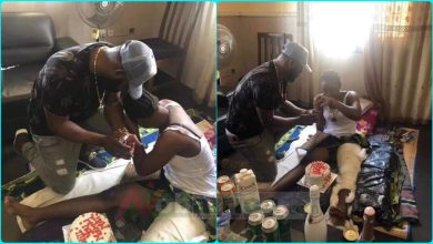 Man Proposed love to his swee girlfriend on her sick bed (Photo)