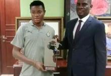Ghanaian U-20 Star Abdul Fatawu Issahaku presents trophy to 'father' Haruna Iddrisu