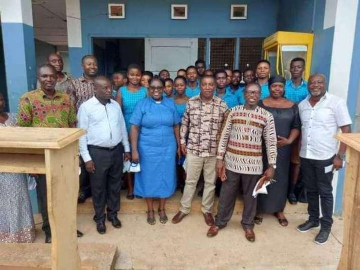 Dormass '91 Year Group presents mono-desks to Dormaa SHS