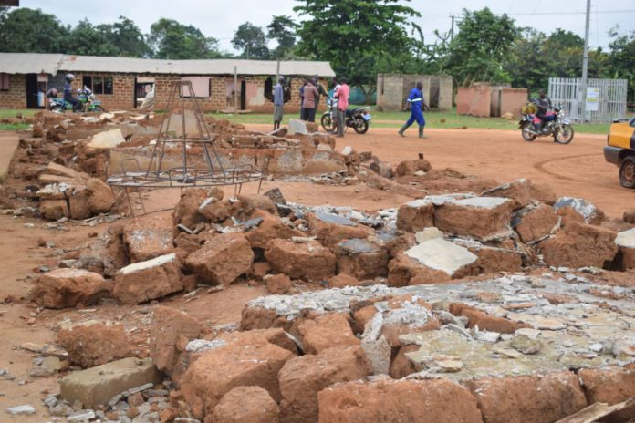 Tigare pupils stranded as heavy downpour collapses school block