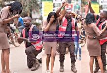 Man blocks traffic on busy highway to propose to his girlfriend [Photos + Video]