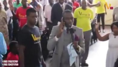 Photo of Video: Pastor calls God on a Mobile Phone during church service