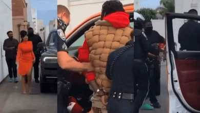 Photo of Video: Cardi B fights police for dragging and handcuffing her husband (Watch)