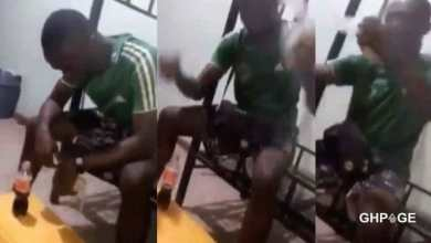 Photo of Young man eats Banku and 'coke' after getting a broken heart from his girlfriend