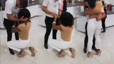 Photo of Video: Lady surprises boyfriend as she kneels to propose to him at his workplace (Watch)