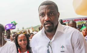 Photo of Video of John Dumelo fixing canopies surfaces (Watch)