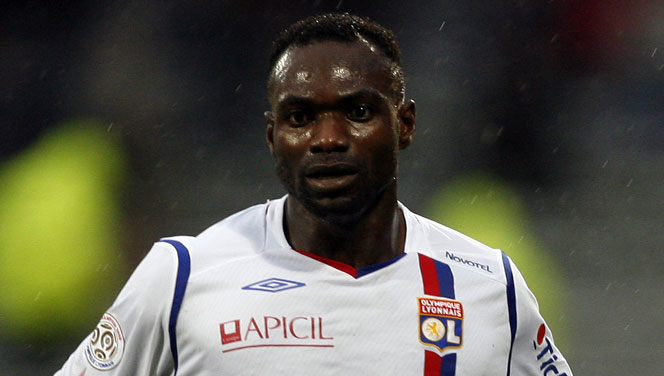https://i1.wp.com/ghanasoccernet.com/wp-content/uploads/2014/03/John-Mensah-marked-his-debut-for-Nitra-in-defeat.jpg