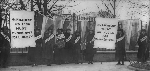 women_suffragists_picketing_in_front_of_the_white_house
