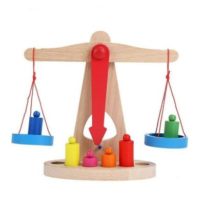 Jucărie balanță din lemn cu 6 greutăți