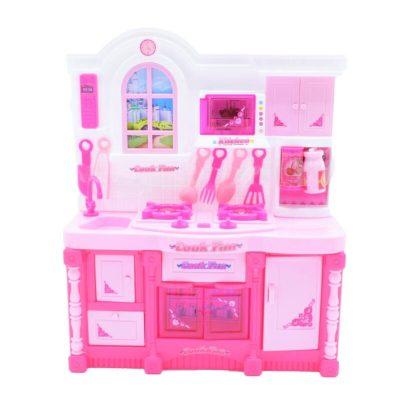 Bucătărie în miniatură de jucărie cu ustensile