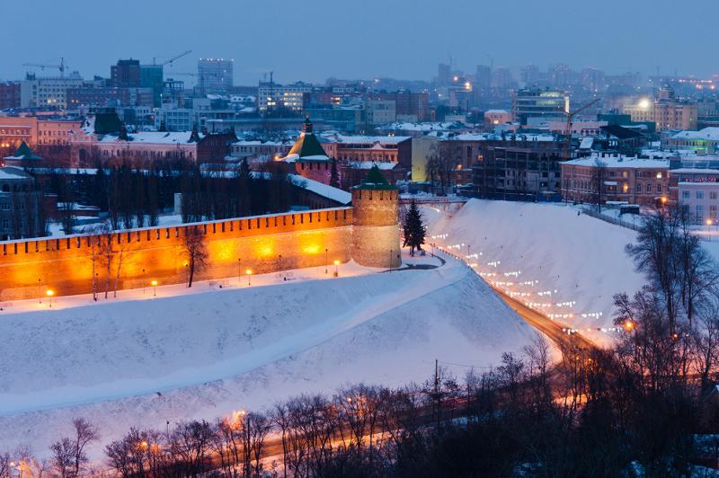 сплошная стена Кремля