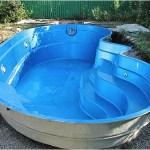 Какой материал использовать при строительстве бассейна.