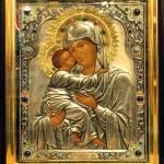 Молимся иконе Божией Матери Владимирской.
