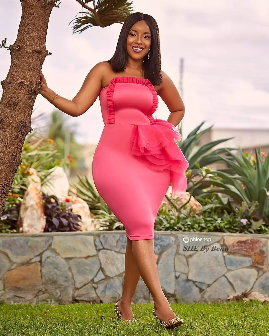 Viral VIDEO: Joselyn Dumas Gives Her BIG & Soft Nyash To Kuami Eugene Right In The Studios Of Joy FM