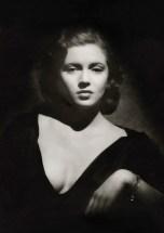 Lana Turner fotografata da Madison Lacy, 1937. Warner Bros © John Kobal Foundation