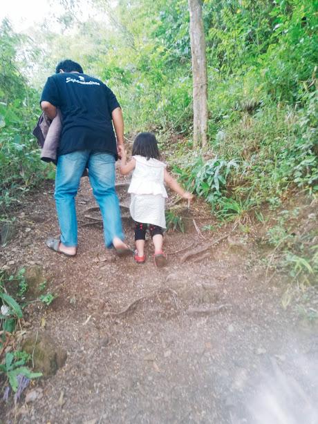 naik ke bukit kiram bersama anak