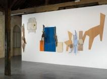 Exposition, Lamachinerieduréel,L'arsenal,Musée de Soissons,2010. Détail : Bois cire (1991), textile lin ( 2004), céramique (2005), textile lin (2002), cire, bois (1991),grillage (2003),céramique (2009), contreplaqué (2003),cire, bois (1991)Photo:RaphaëlChipault