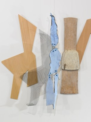 Exposition, Lamachinerieduréel,L'arsenal,Musée de Soissons,2010. Détail : Cire,bois, grillage,céramique, contreplaqué, 1988‐2006. Photo:RaphaëlChipault