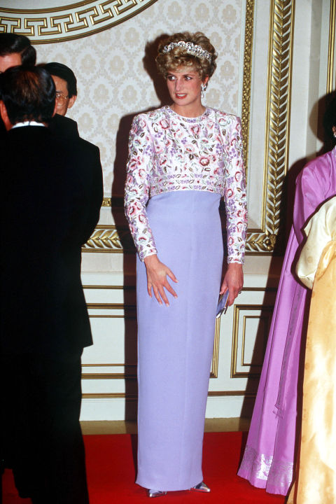 Does that top look familiar? It's the same bodice from the royal's Kuwait visit, now paired with a slim skirt for a banquet in South Korea.