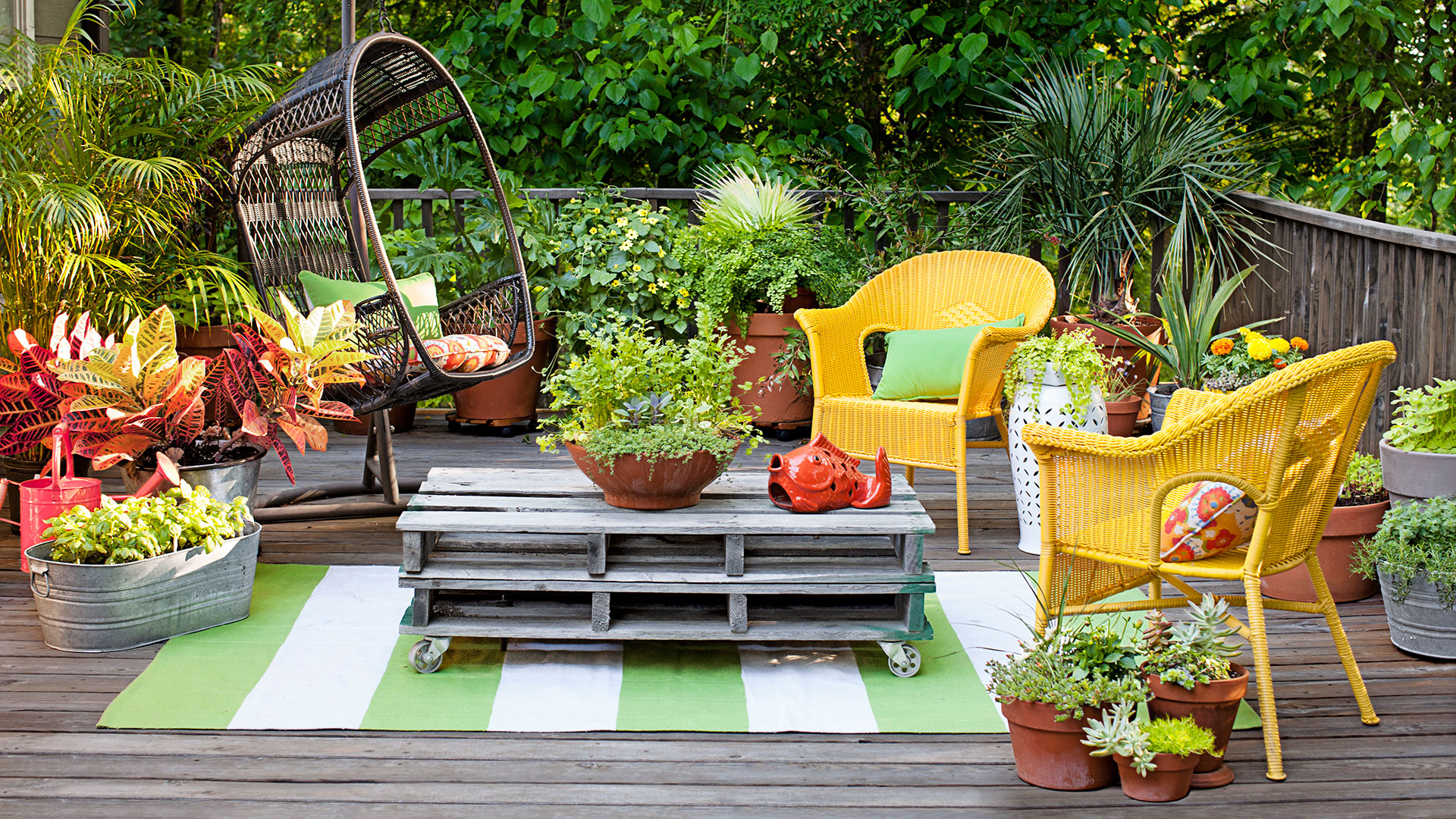 25 Backyard Decorating Ideas - Easy Gardening Tips and DIY ... on Easy Back Garden Ideas id=12544