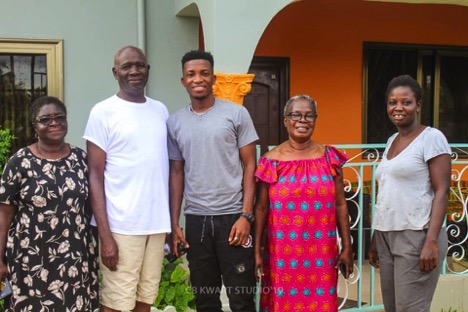 Kofi Kinaata visits families of kidnapped Taadi girls after Police conclusion on DNA test