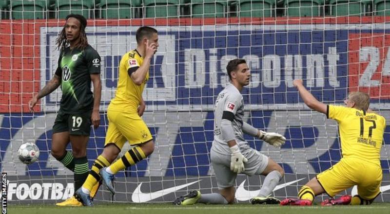 Dortmund beat Wolfsburg to keep pressure on Bayern