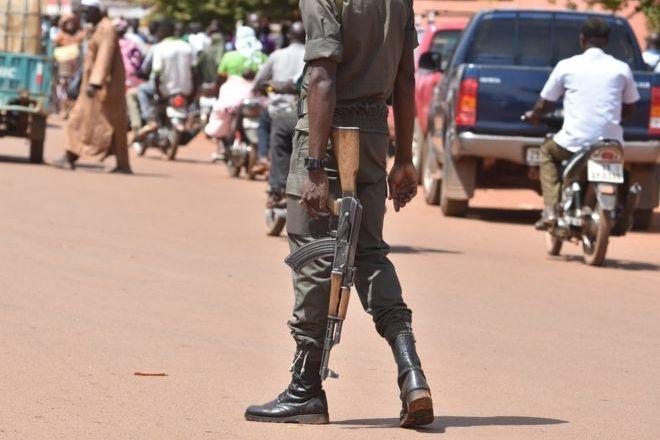 Burkina Faso gunmen 'kill dozens' at cattle market in Kompienga