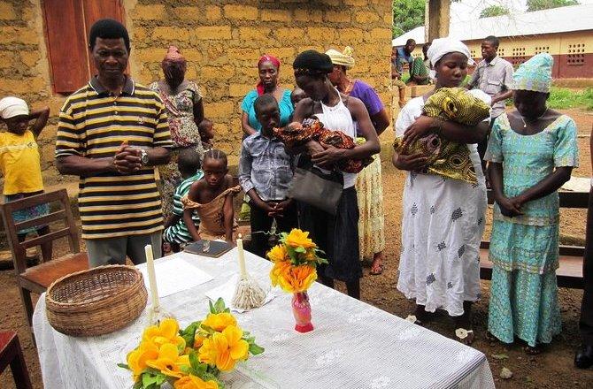 E/R: Queen mother bans naming ceremonies over teenage pregnancies