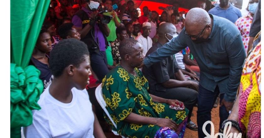 John Mahama visits Ejura accident victims