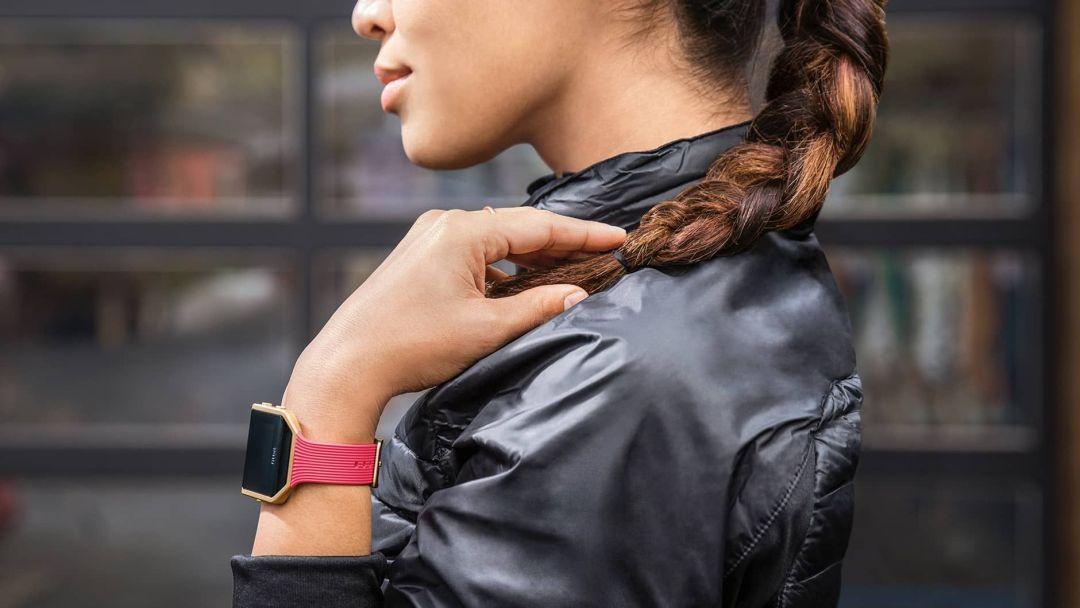 fitbit blaze woman - Fitbit Blaze Review - In-depth Analysis Of TheFitbit Blaze by Ghost Fitness