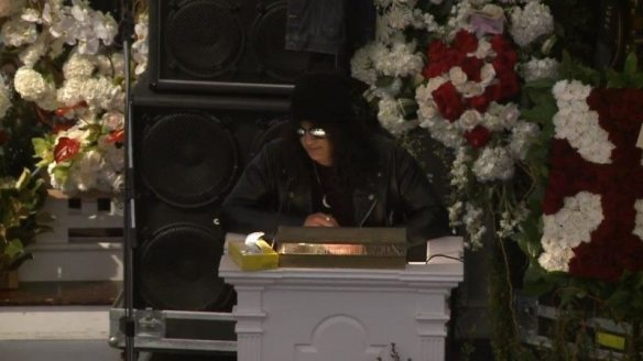 Slash Eulogizes Lemmy