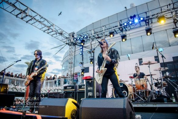 Halestorm at ShipRocked, by Rick Triana