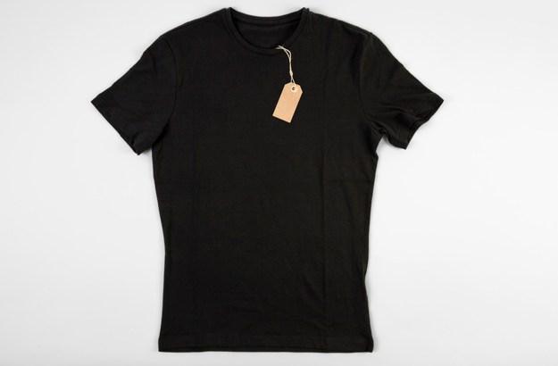 black-t-shirt_23-2147730488