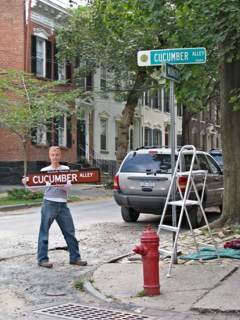 Beth Petta displaying Cucumber Alley Stockade Historic District Sign - 10Sep09