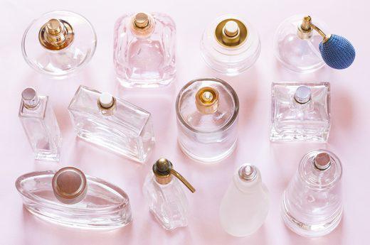 Trước khi quay trở lại giường, một số người có thói quen muốn xịt một chút khử mùi hay dùng nước hoa vào vùng kín với suy nghĩ để làm sạch hơn.