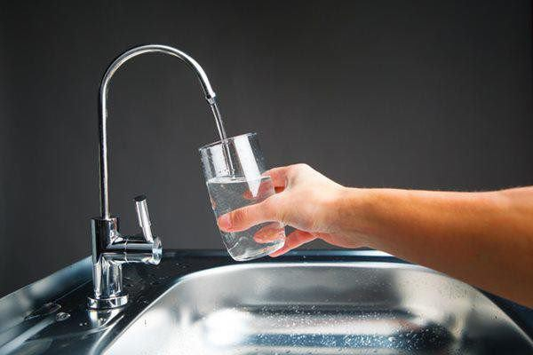 Những hiểu biết sai lầm biến máy lọc nước thành ổ bệnh, bỏ ngay kẻo hại cả nhà  - Ảnh 1.