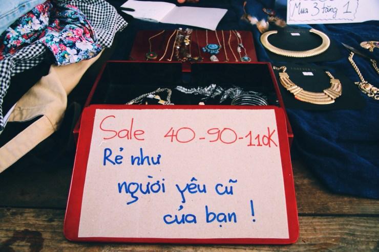 Chợ phiên bán đồ rẻ như người yêu cũ - Ảnh 2.