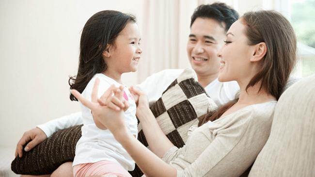 Ra ngoài kiếm tiền hay ở nhà nuôi dạy con cái?
