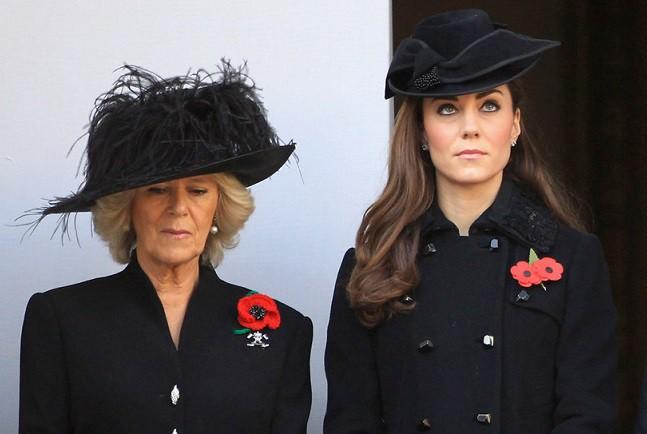 Hé lộ cuộc khẩu chiến nảy lửa giữa Công nương Kate và bà Camilla, khiến nàng dâu hoàng gia nặng lời nguyền rủa mẹ chồng - Ảnh 1.
