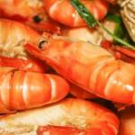 Người TQ có cách luộc tôm đơn giản mà không hề để lại mùi hôi tanh, chỉ vài bước là đã có món tôm biển luộc vô cùng tươi ngon