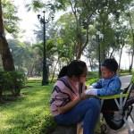 Người mẹ đơn thân 8 năm ròng đi khắp mọi miền đất nước để giành giật sự sống cho trẻ mắc bệnh EB từ tay thần chết