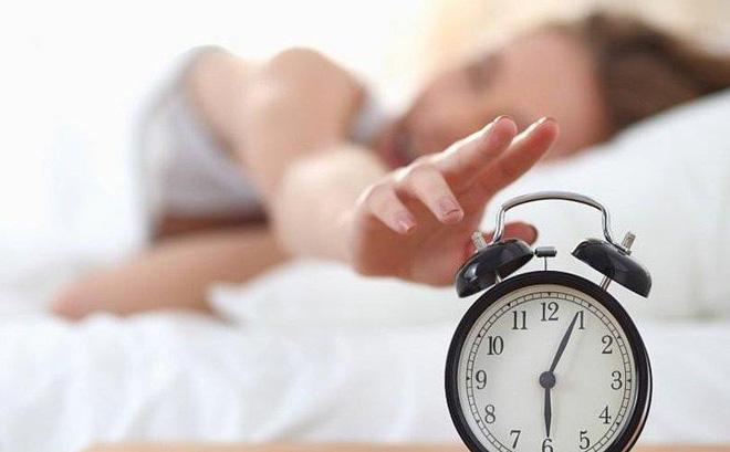7 thay đổi đáng kinh ngạc của cơ thể sau 1 tháng nếu bạn đi ngủ lúc 10 giờ, dậy lúc 6 giờ