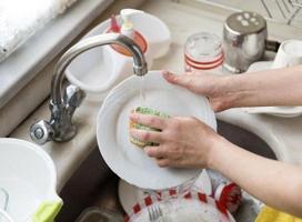 7 tác dụng chưa từng được biết tới của nước rửa bát, học được cái nào lợi cái đó