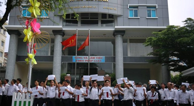 Cổng Viện KSND TP.HCM 'náo loạn' sau khi VKS thay đổi quan điểm vụ Vinasun – Grab
