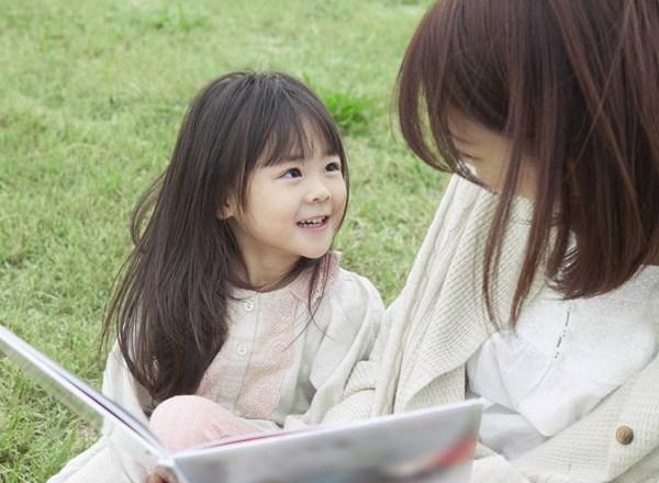 """Mỗi ngày cha mẹ làm 6 điều """"một phút"""" này, đứa trẻ sẽ khác biệt rõ rệt"""