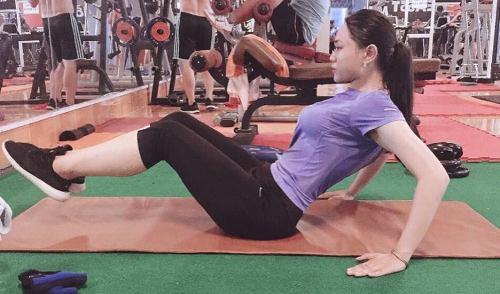 Thiếu nữ nặng 100 kg ăn khoai lang gập bụng giảm 42 kg