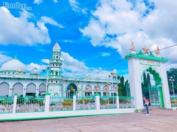 Mê mẩn ghé thăm 2 thánh đường Hồi giáo tuyệt đẹp ở An Giang